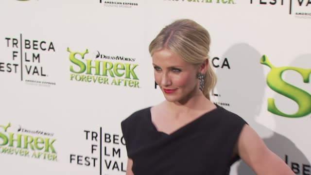 cameron diaz at the 'shrek forever after' opening night premiere - 9th annual tribeca film fest at new york ny. - 黒のドレス点の映像素材/bロール