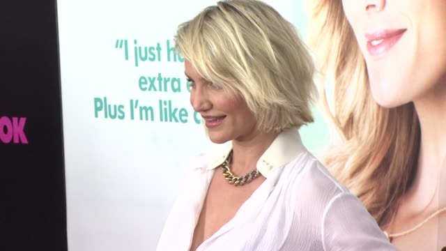 "cameron diaz at ""what to expect when you're expecting"" new york premiere at amc lincoln square theater on may 08, 2012 in new york, new york - ブラウス点の映像素材/bロール"