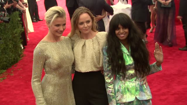 cameron diaz stella mccartney mia at schiaparelli and prada impossible conversations costume institute gala at metropolitan museum of art on may 07... - stella mccartney marchio di design video stock e b–roll