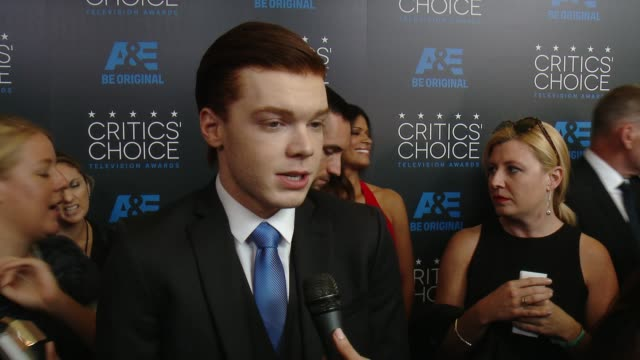 vidéos et rushes de cameron monaghan on being at the event at the 2015 critics' choice television awards at the beverly hilton hotel on may 31, 2015 in beverly hills,... - the beverly hilton hotel