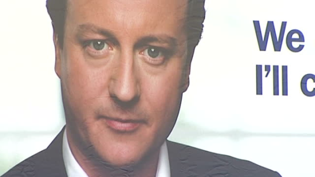 vídeos de stock, filmes e b-roll de ext **cameron press conference partly overlaid sot** close up of face of david cameron on conservative election campaign poster and pan along text... - partido conservador britânico
