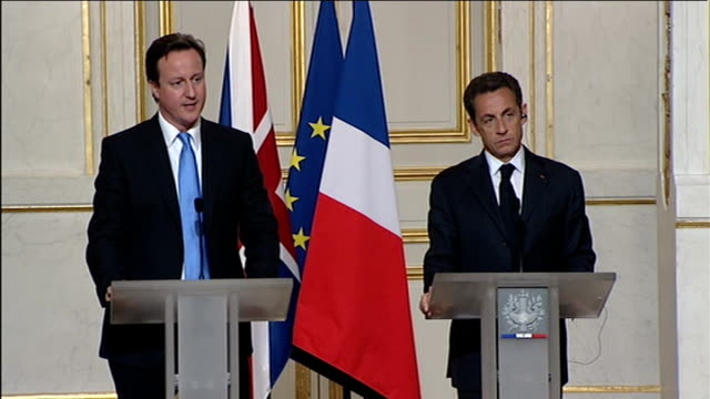 vidéos et rushes de cameron/sarkozy joint press conference; q: will you support eurozone and are you in favour of sanctions merkel has mentioned in respect of countries... - président