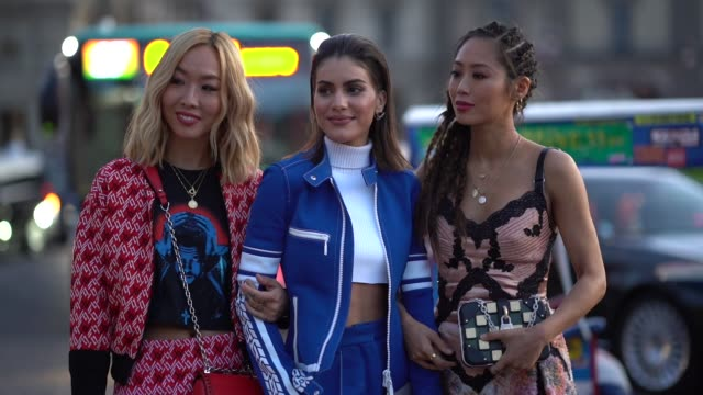 stockvideo's en b-roll-footage met camila coelho and aimee song outside louis vuitton during paris fashion week womenswear spring/summer 2018 on october 3 2017 in paris france - louis vuitton modelabel