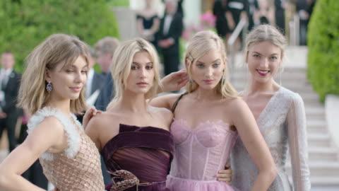 stockvideo's en b-roll-footage met camila morrone, hailey baldwin, elsa hosk, martha hunt at amfar gala cannes 2017 at hotel du cap-eden-roc on may 25, 2017 in cap d'antibes, france. - internationaal filmfestival van cannes
