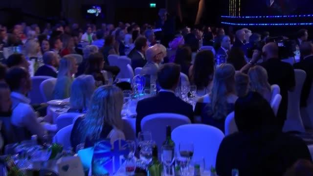 camilla, duchess of cornwall attends nhs heroes awards; england: london: park lane hilton: nhs heroes awards 2018: int camilla, duchess of cornwall,... - 生涯功労賞点の映像素材/bロール