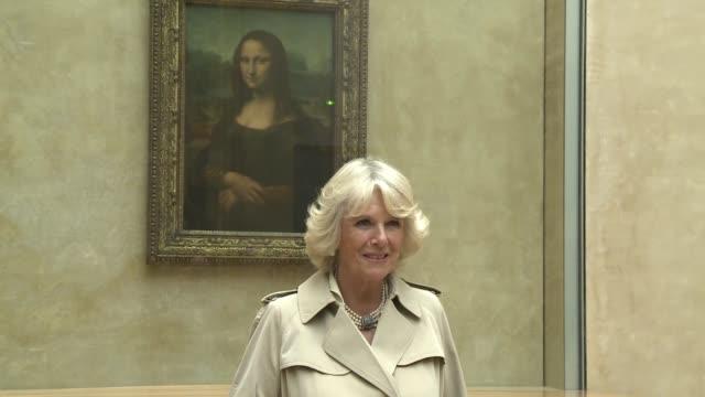 Camilla Parker recorrio el martes el Louvre en su ultimo dia de gira por Paris primer viaje oficial al exterior que la esposa del principe Carlos de...