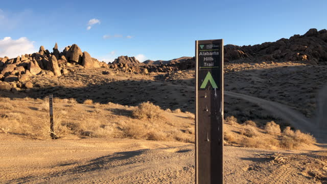 camp and trail sign at the alabama hills with snowcapped mountain in the background in march 2021. - californian sierra nevada stock videos & royalty-free footage