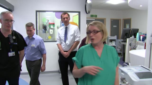 campaign launched to help parents spot signs of sepsis file melissa mead along with jeremy hunt mp and others during hospital visit - 政治家 ジェレミー ハント点の映像素材/bロール