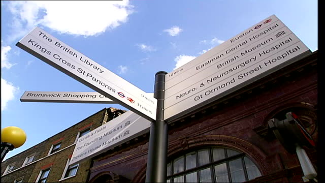 vídeos y material grabado en eventos de stock de campaign launched to improve street signs in london england london camden ext three signs showing directions to kings cross st pancras station and... - hostal