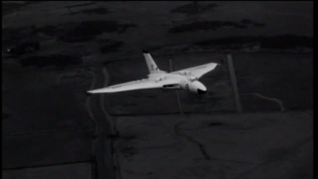 campaign to save last vulcan bomber; tx 18.9.1957 lincolnshire: waddington raf station: b/w vulcan bomber airborne b/w fleet of bombers at airbase - lincolnshire stock videos & royalty-free footage