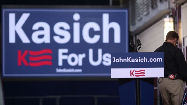 campaign workers prepare for ohio governor john kasich's announcement of his 2016 republican presidential nomination bid during an event at the ohio... - ohio state university stock videos & royalty-free footage