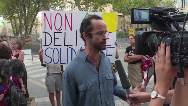 vídeos de stock, filmes e b-roll de campaigners came to aix en provence appeal court to support cedric herrou the farmer and activist given a four month suspended sentence on tuesday... - aix en provence