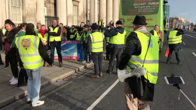 campaigners from yellow vest ireland in dublin during a demonstration to protest against the irish government's record on a range of social issues,... - housing difficulties stock videos & royalty-free footage