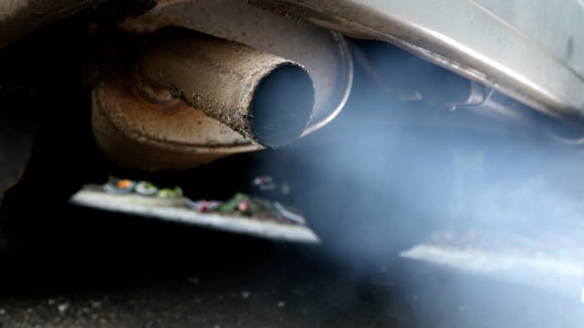 vídeos y material grabado en eventos de stock de campaigners have argued that diesel exhaust fumes represent a public health crisis and have called on the government to ban diesel cars from the most... - diésel tipo de combustible