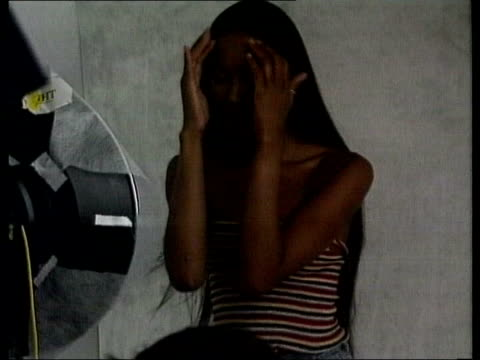 stockvideo's en b-roll-footage met campbell posing for photo shoot - naomi campbell