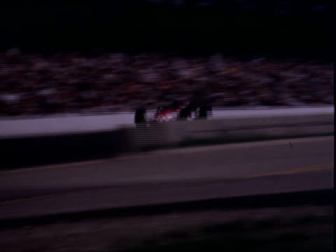 vidéos et rushes de campers automobiles buses in parking lot of indianapolis motor speedway / indy 500 race judges working / driver graham hill driving lotus indy racer... - graham hill