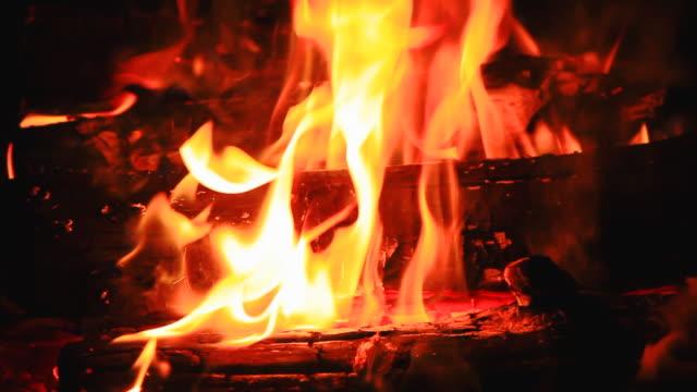 vídeos y material grabado en eventos de stock de hoguera de llamas - estabilidad