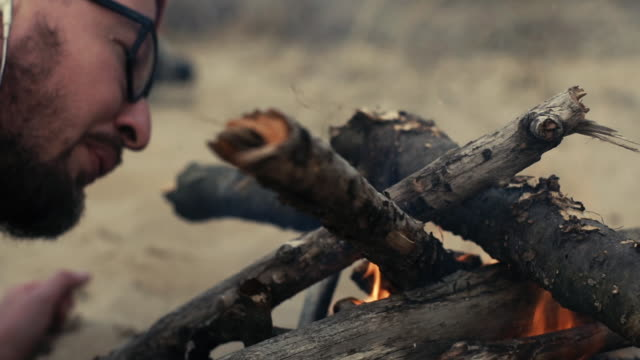 campfire on beach. autumn trip - survival stock videos & royalty-free footage
