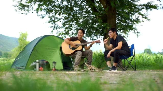 stockvideo's en b-roll-footage met camping activiteiten - tent