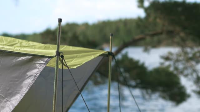 stockvideo's en b-roll-footage met kamperen in een tent aan een meer in zweden - tent