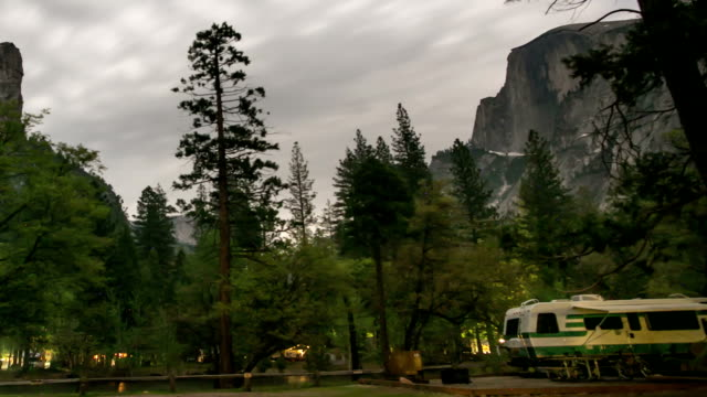 camping im yosemite valley - yosemite national park stock-videos und b-roll-filmmaterial