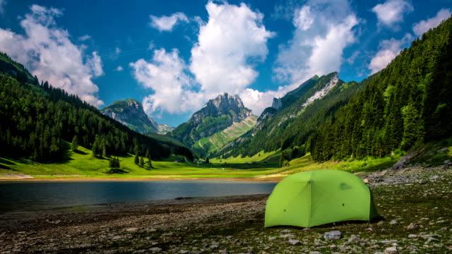 タイムラプス: キャンプテント山の湖 - landscape scenery点の映像素材/bロール