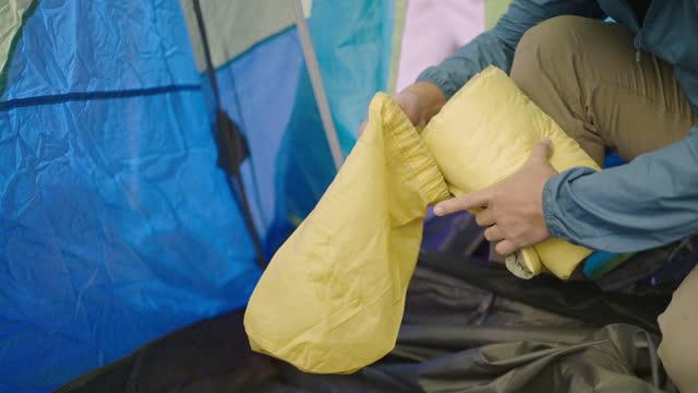 キャンプ - 寝袋点の映像素材/bロール