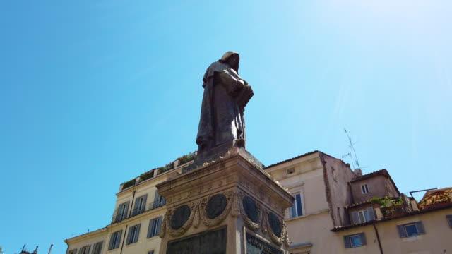 campo de fiori, rome, giordano bruno statue - philosophy stock videos & royalty-free footage