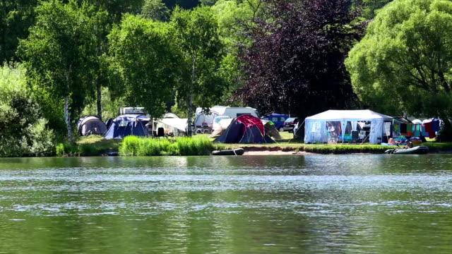 vidéos et rushes de camping à proximité du lac - station de vacances
