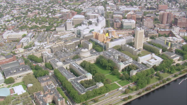 aerial campus of the massachusetts institute of technology / cambridge, massachusetts, united states - massachusetts stock-videos und b-roll-filmmaterial