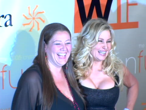 vidéos et rushes de camryn manheim and jennifer coolidge at the women in film presents: fusion, the 2005 crystal & lucy awards at beverly hilton hotel in beverly hills,... - the beverly hilton hotel