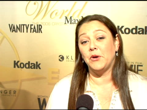 stockvideo's en b-roll-footage met camryn manheim on presenting and award to maryse alberti on the award being long overdue at the 2006 crystal and lucy awards at the century plaza in... - century plaza