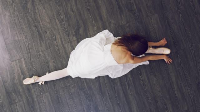 vidéos et rushes de pouvez-vous faire le grand écart? - danseur de ballet