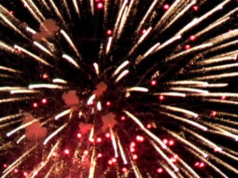 stockvideo's en b-roll-footage met canada day fireworks 2/4 - 2007