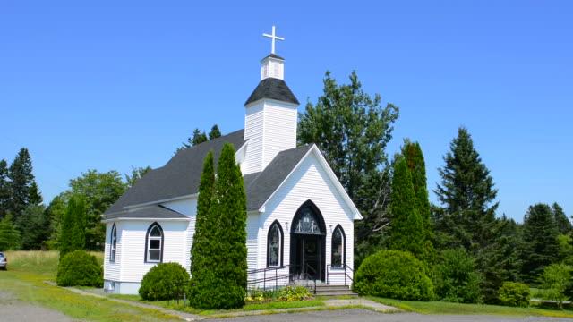 canada fairfield new brunswick beautiful white church called fairfield baptist church in summer - baptist bildbanksvideor och videomaterial från bakom kulisserna