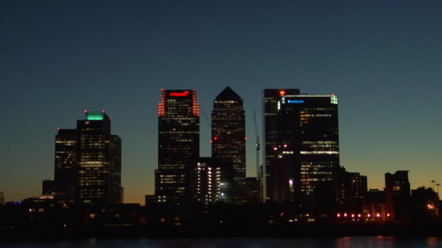 CU ZO Canada Tower/ WS Canary Wharf and Thames at sunset/ London, England