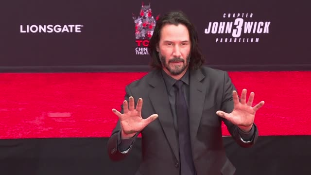 canadian actor keanu reeves 54 leaves his handprints outside the tcl chinese theater on hollywood boulevard - tcl chinese theater stock-videos und b-roll-filmmaterial