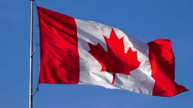 canadian flag - kanadische flagge stock-videos und b-roll-filmmaterial
