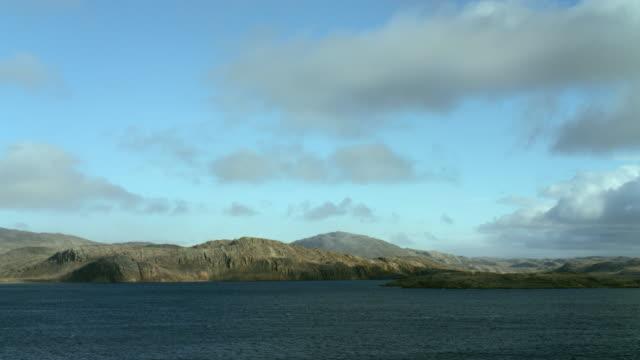 vidéos et rushes de canadian island along the northwest passage - part of a series