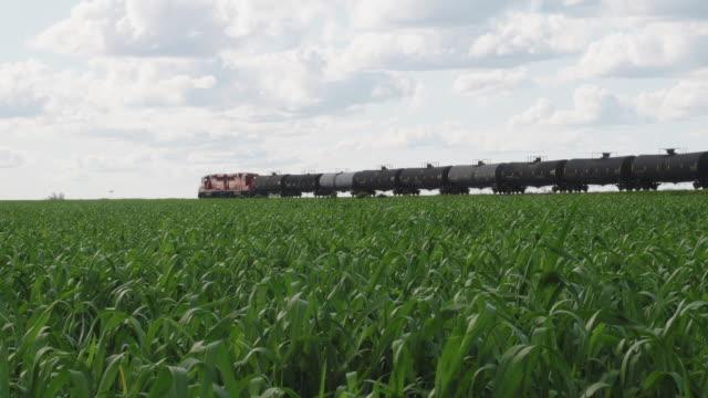 カナダ太平洋鉄道長貨物通過 - アルバータ州点の映像素材/bロール