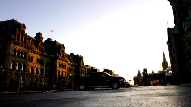 vídeos y material grabado en eventos de stock de el parlamento canadiense - colina del parlamento ottawa