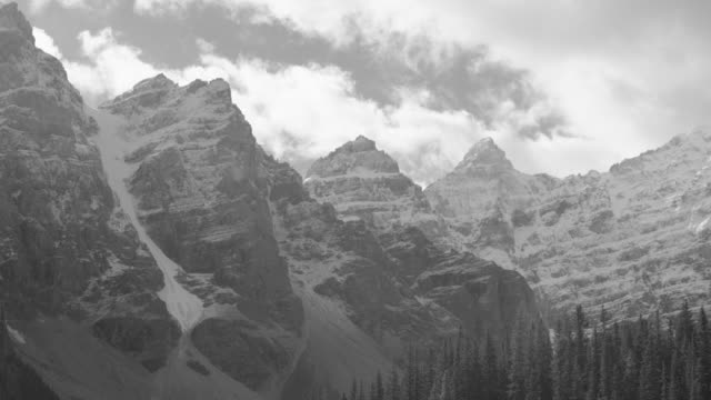 canadian rockies in black and white timelapse - valley of the ten peaks stock videos and b-roll footage