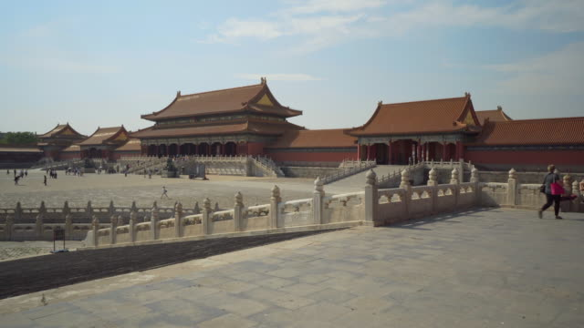 stockvideo's en b-roll-footage met canal and historic buildings in forbidden city against sky - beijing, china - verboden stad