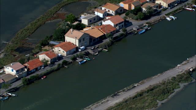 ミディ運河から moures と prevost 湖-航空写真-ラングドックルーション、hérault、区 モンペリエ,france - モンペリエ点の映像素材/bロール