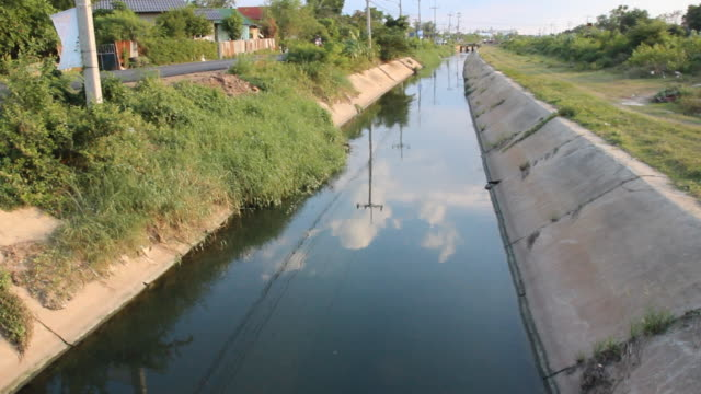 canal in thailand - sidewalk gutter stock videos & royalty-free footage