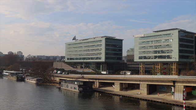 stockvideo's en b-roll-footage met canal plus headquarters, france - hoofdkantoor