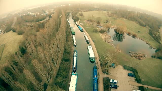 運河に浮かぶボート - 運河点の映像素材/bロール