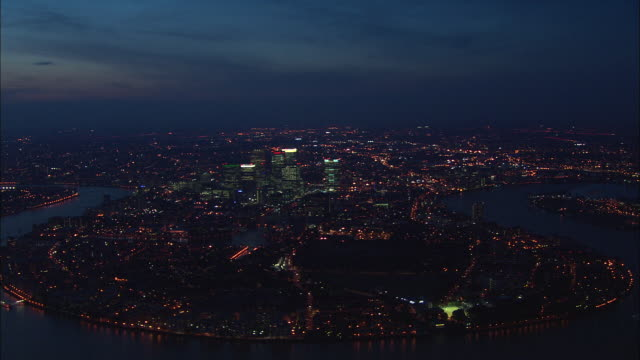 canary wharf at night - canary wharf stock videos & royalty-free footage