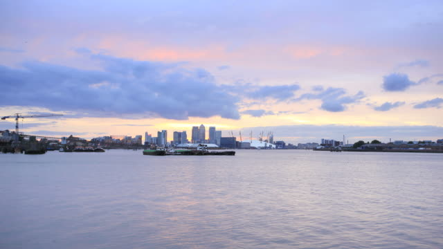 stockvideo's en b-roll-footage met canary wharf day to night time-lapse - the o2 londen