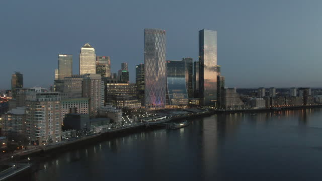 canary wharf skyscrapers and river thames at dusk, london, uk - 30 seconds or greater stock videos & royalty-free footage